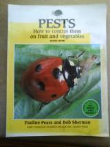Pests: How to Control Them on Fruit and Vegetables (Organic Hand